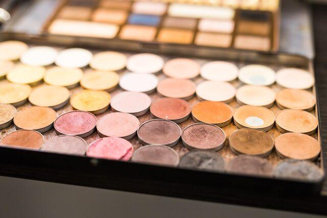 Zu sehen ist eine Make-up Palette.